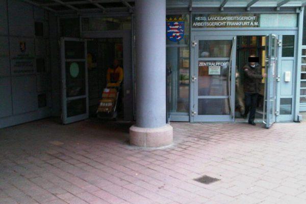 Der Eingang - ein wenig duster