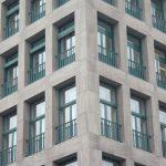 Fensterreihen über Eck
