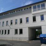 Verbindung zum Hauptgebäude mit Toreinfahrt