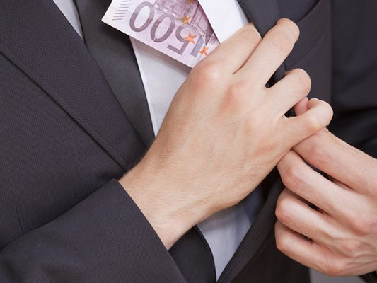 Risiken und Nebenwirkungen bei der Erstattung von Bußgeldern und Anwaltskosten von Arbeitnehmern
